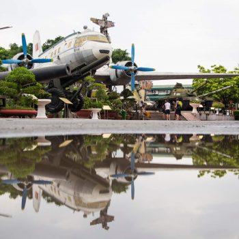 Amerikanske militær fly fra vietnamkrigen på Hanois historiske krigsmuseum