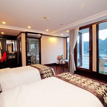 Lovely room in Halong bay boat room