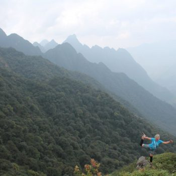 VMM runner posing in front of cloudy Sapa mountains